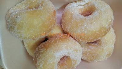 Resepi Donut Gebu, tips uli donut gebu, resepi donut mudah, mudahnya buat donut, kuih paling jimat kos, donut tanpa telur, resepi donut sukatan cawan