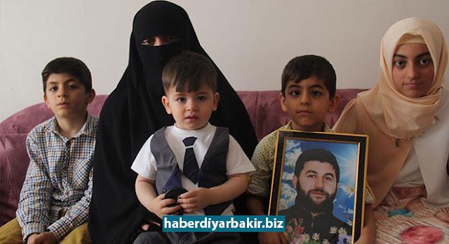 DİYARBAKIR-9 Haziran 2015 tarihinde PKK'lilerce uğradığı silahlı saldırı sonucu katledilen Yeni İhya-Der Başkanı Aytaç Baran'ın eşi Gülşen Baran ve dava arkadaşları, Baran'ın şehadetinin 2'nci yıldönümünde İLKHA'ya konuştu.