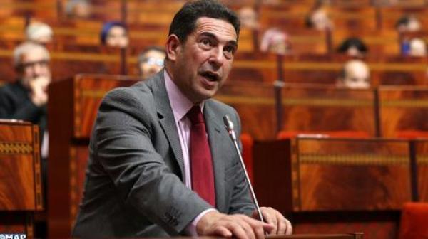 """أمزازي يطالب المغاربة بالتعايش مع """"كورونا"""" لمدة سنة"""