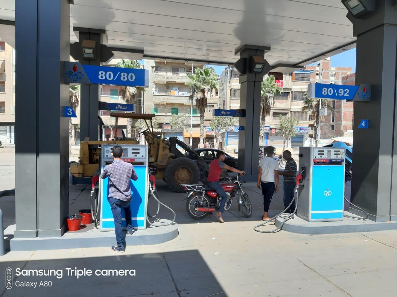 تحرير محضر ضد أحد أصحاب محطات الوقود  بالمحمودية لتجميعه 3000 لتر بنزين 80