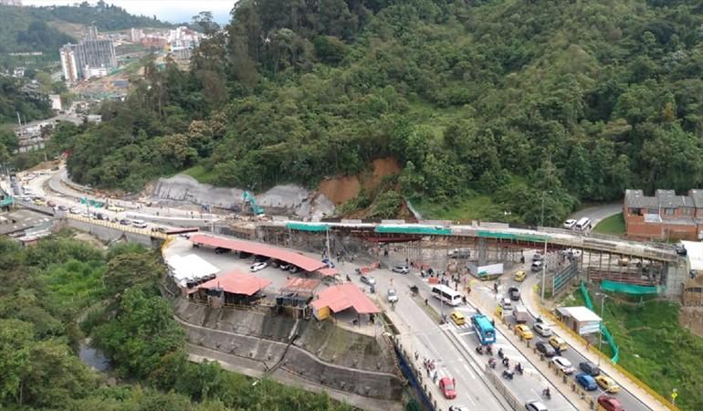 Deslizamiento de tierra se presentó en una de las principales vías de #Manizales