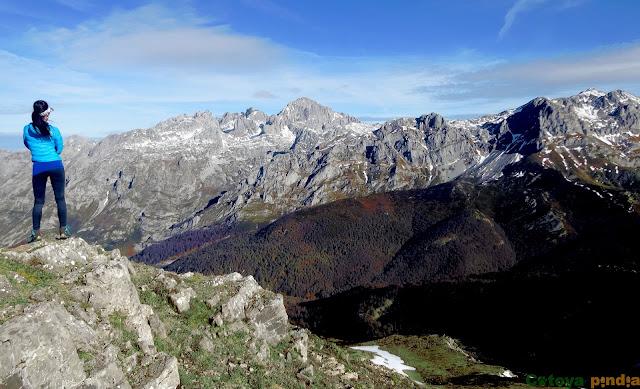 Vistas a Peña Santa desde el Pico Jario