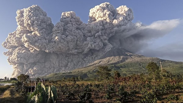Gunung Sinabung Erupsi, 40 Desa Terdampak Hujan Abu Vulkanik