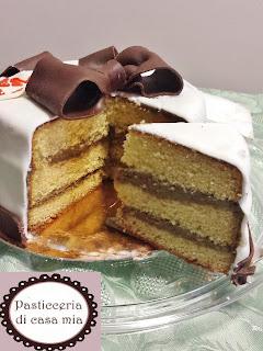 torta alla panna crema al caffè decorata pasta di zucchero