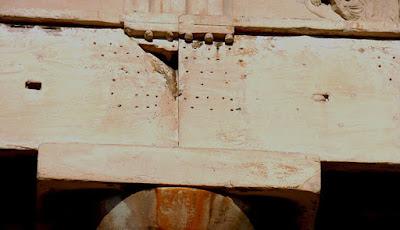 Tι μαρτυρούν οι τρύπες στο επιστύλιο του Παρθενώνα;