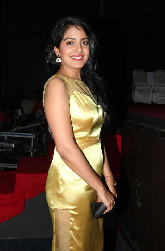 Vishakha Singh Hot Photos In Yellow Dress