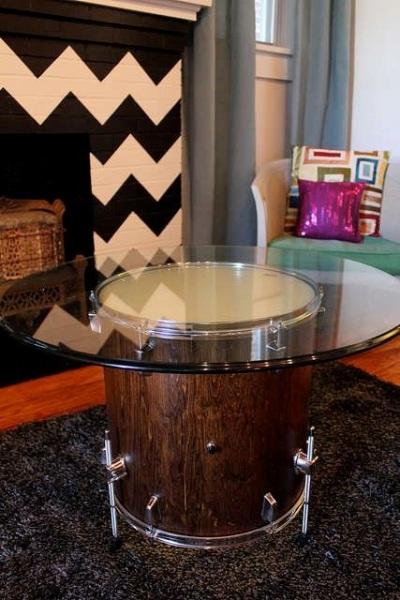 Meja dari drum bekas.