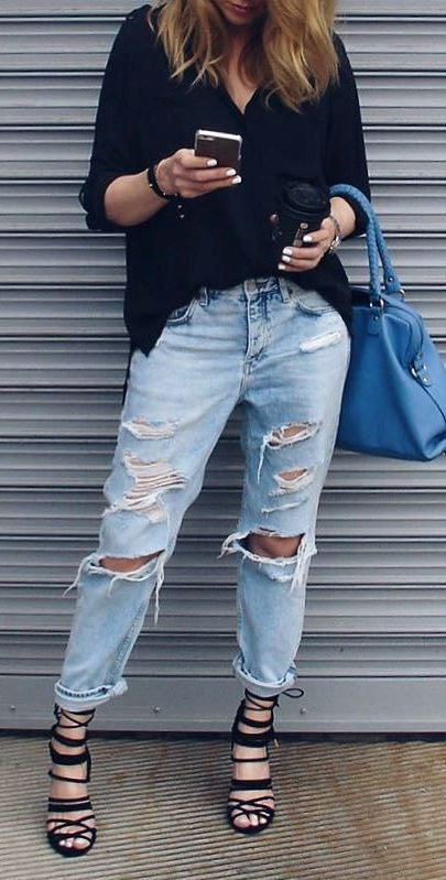 street style obsession: black shirt + ripped jeans + bag + heels