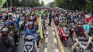 Massa Buruh Tangerang Bergerak ke Jakarta, Lalin di Daan Mogot Tersendat