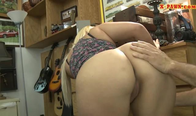 Gostosa madura sexy pagando boquete e dando a boceta, Part 3