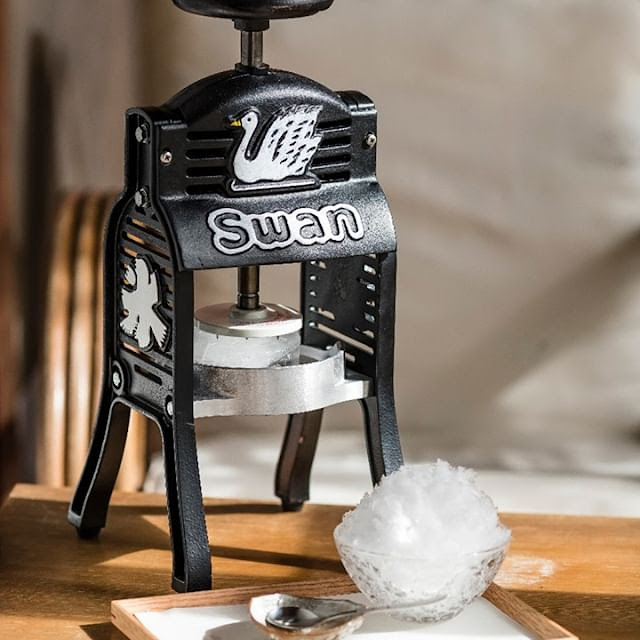 Swan ice shaver 極致鵝絨日式刨冰機 · 鵝絨雪花冰機 宅在家的冰 迷你小黑鵝 花毛 かき氷喫茶 果食男子