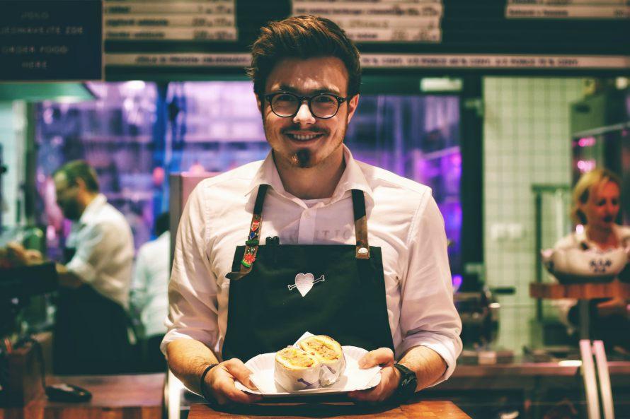 i-sxesi-me-tin-eikona-sou-waiter