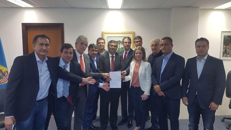 Governadores impedidos de visitar Lula na cadeia escrevem carta para o presidiário