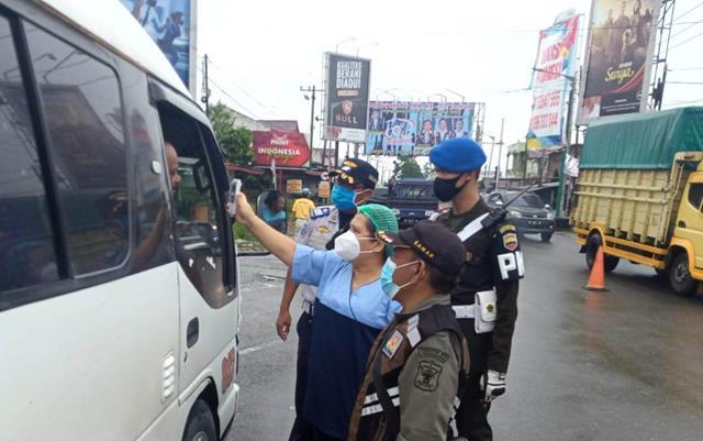 Kompak TNI-Tiga Pilar Laksanakan Ops Penyekatan PPKM Level lV Diwilayah Siantar Bersama Personel Jajaran Kodim 0207/Simalungun