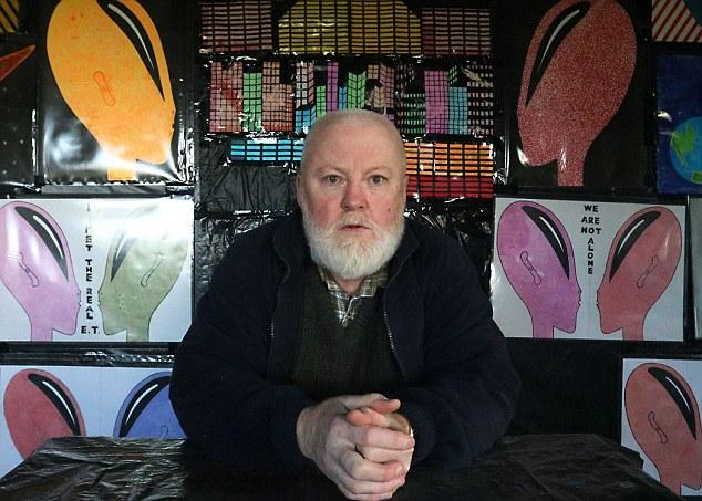 Gerry Battles, del Condado de Limerick, afirma que fue secuestrado por extraterrestres en el año 2001. La criaturas le hablaron a través de la telepatía, lo transporon al Polo Norte y le dijeron que el mundo terminaría en 850 años.