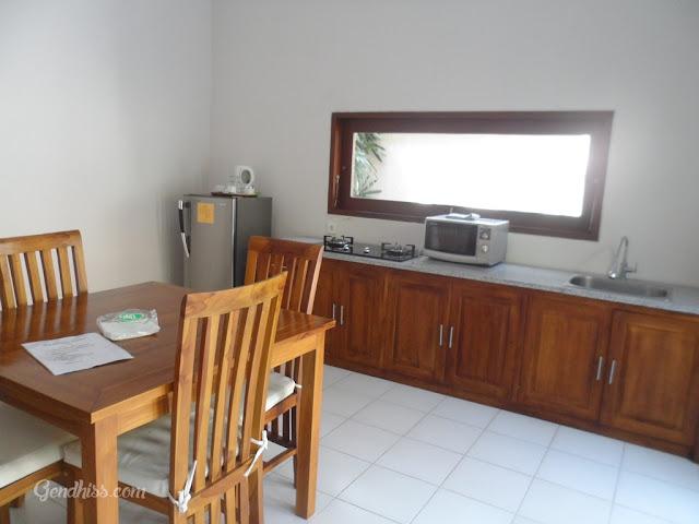 dapur dan ruang makan yang luas
