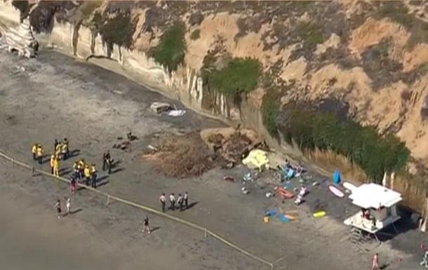 У США на пляж звалилася скеля, є жертви