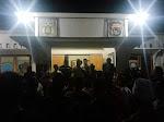 Tuntut Kasus Pengeroyokan, Ratusan Warga Serbu Kantor Polsek Suela