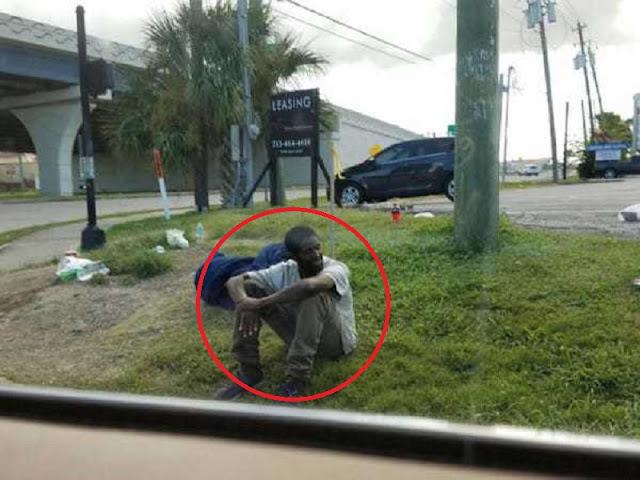 Pria ini Selalu Duduk Pinggir Jalan di Tempat yang Sama 3 Tahun Lamanya, Saat Ditanya Jawabannya Buat Orang Menangis!
