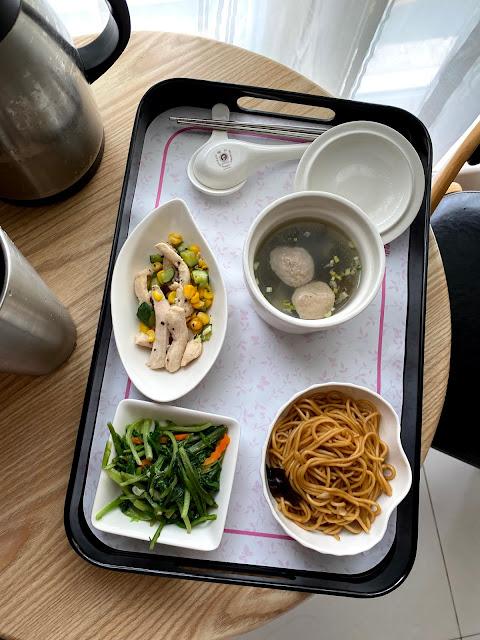 我喜歡這一個餐!炒麵和貢丸湯
