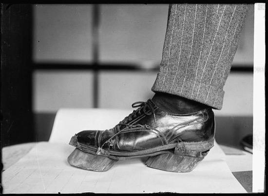Zapatos para evitar huellas humanas