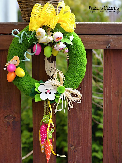 Magic with hook and needles: Spring wreath