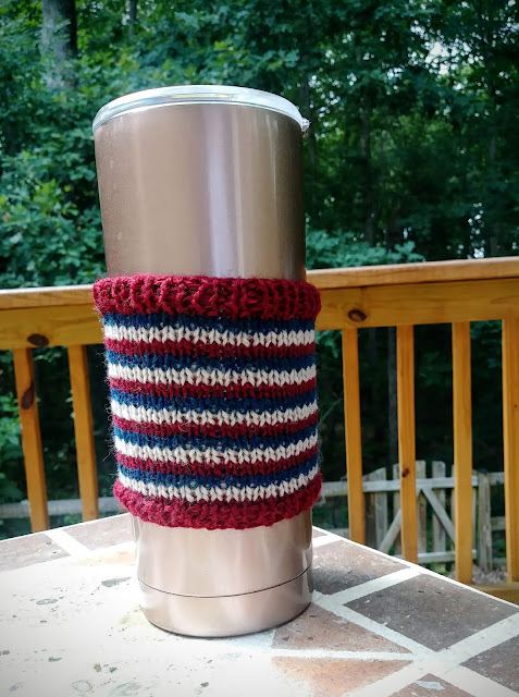 Coffee sleeve knit with Knit Picks Palette https://shareasale.com/r.cfm?b=739270&u=1446317&m=59159&urllink=&afftrack=