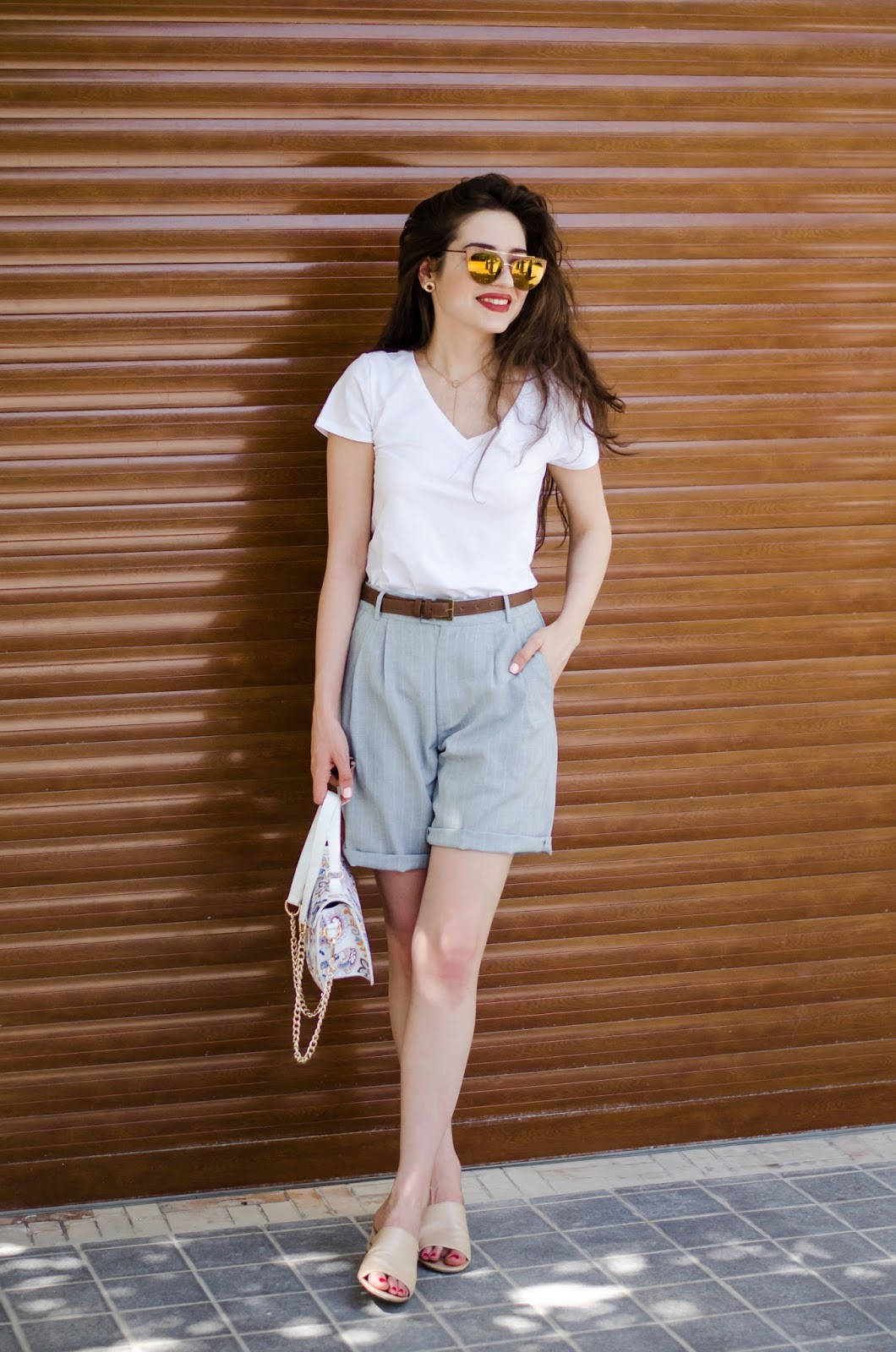 fashion blogger diyorasnotes diyora beta summer outfit 2017 basic lookoftheday shorts white t-shirt how to style short for hot days mules