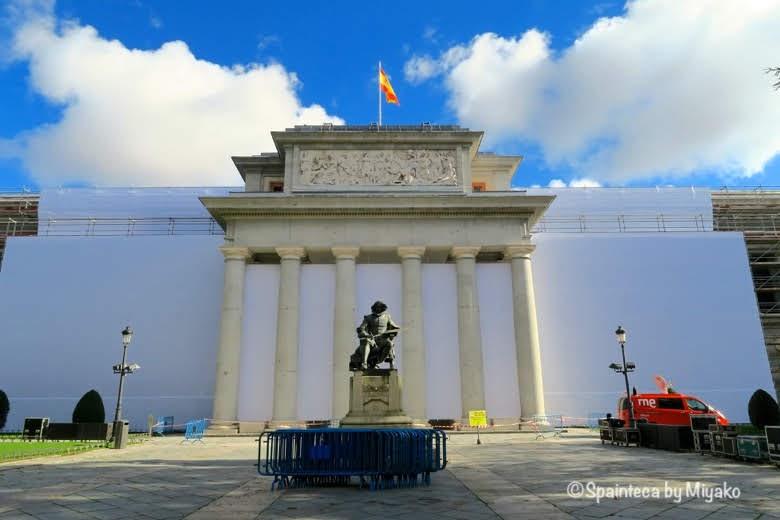 プラド美術館とベラスケスの像