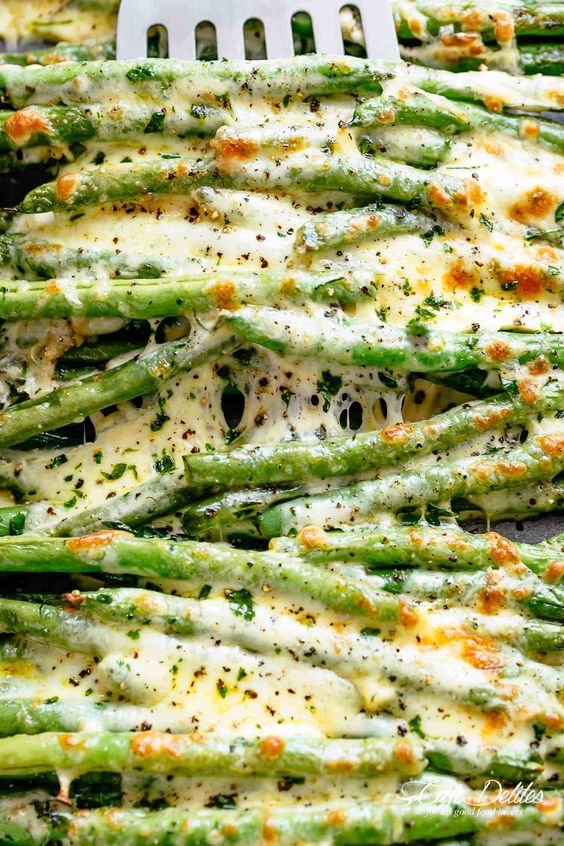 Cheesy Roasted Green Beans #cheese #roasted #green #beans #greenbeans #veganrecipes #vegetarianrecipes #vegetablerecipes