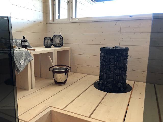 Valkoinen sauna on ihan tyylikäs, mutta itselleni sauna merkitsee hämärää paikkaa
