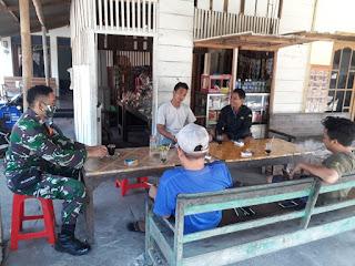 SAMBIL NGOPI BARENG BABINSA MANYARGADING   Himbau Pencegahan Covid-19