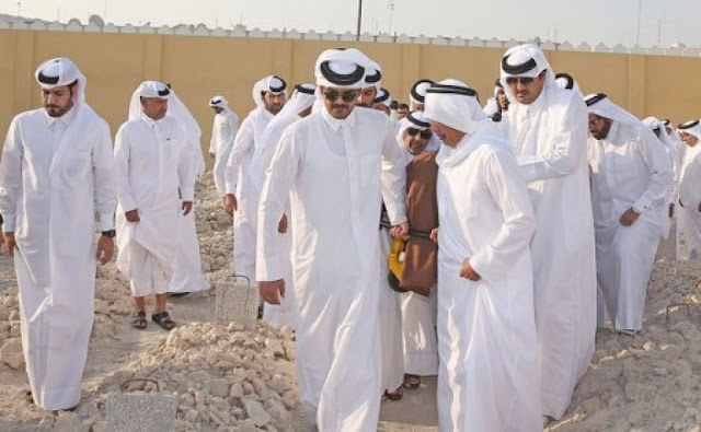 قطر تشيّع أميرها الاسبق خليفة بن حمد آل ثاني الذي اطاح به نجله الامير حمد في انقلاب 1995