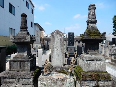 宇都宮頼綱と芳賀高照・高継の墓