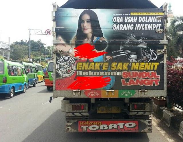 tulisan lucu dibelakang truk bikin mesem mesem