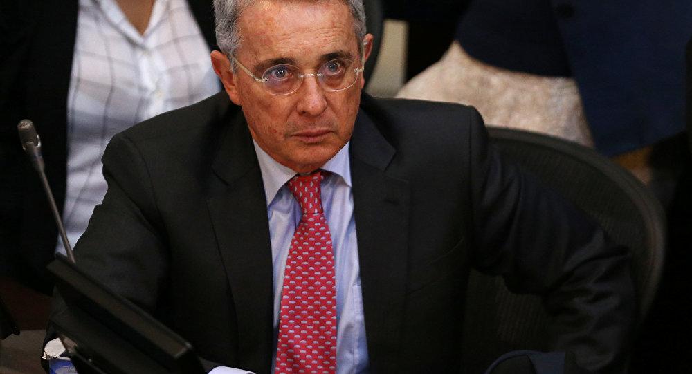 Exministro Palacio colombiano aceptó haber participado en compra de reelección de Uribe