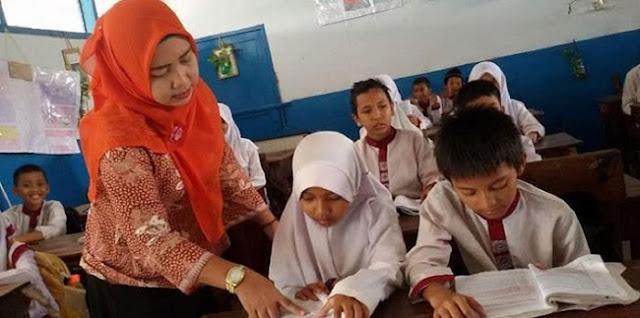 Rizal Ramli: Tunjangan Guru Dipangkas 3,3 Triliun, Stafsus Presiden Dapat Proyek 5,6 Triliun