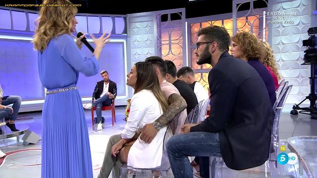 Emma García, vestido azul