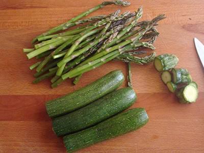 Insalata di quinoa con asparagi e zucchine 1