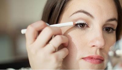 Tips Make Up Terbaik Wanita Karir