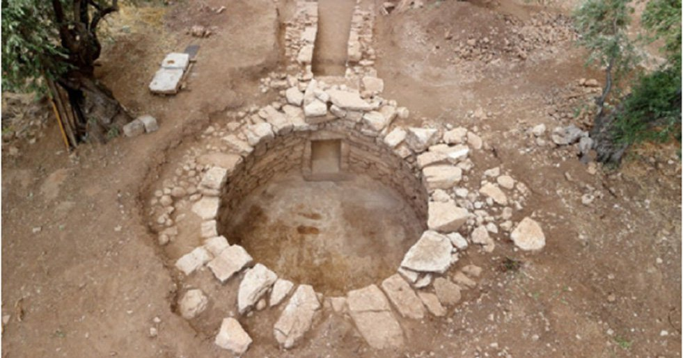 Mary Ann Bernal New Information Comes To Light On A Unique Mycenaean Tholos Tomb