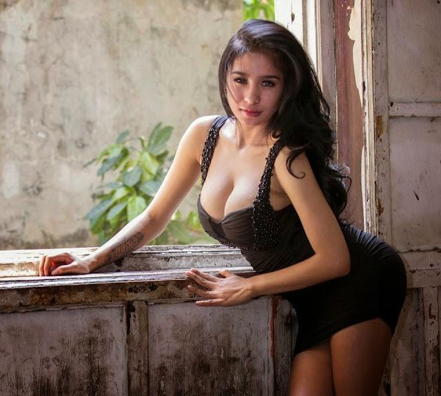 Payudara Seksi Bibie Julius Paling Hot Tanpa Sensor 10