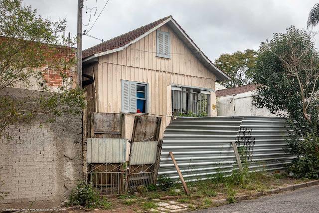 Outra casa de madeira na Jurandir A. Loro