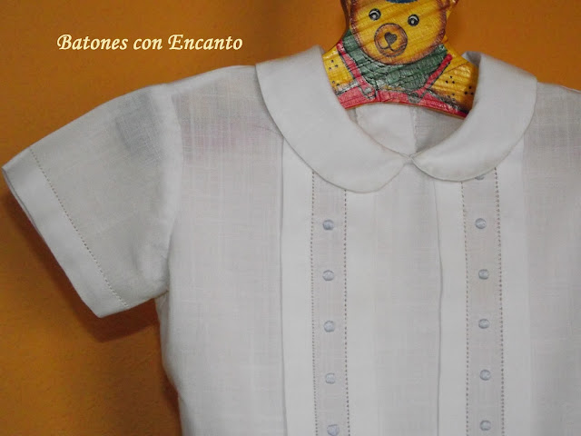http://batonesconencanto.blogspot.com.es/2014/01/conjunto-de-bebe-con-bodoques-y-calados.html
