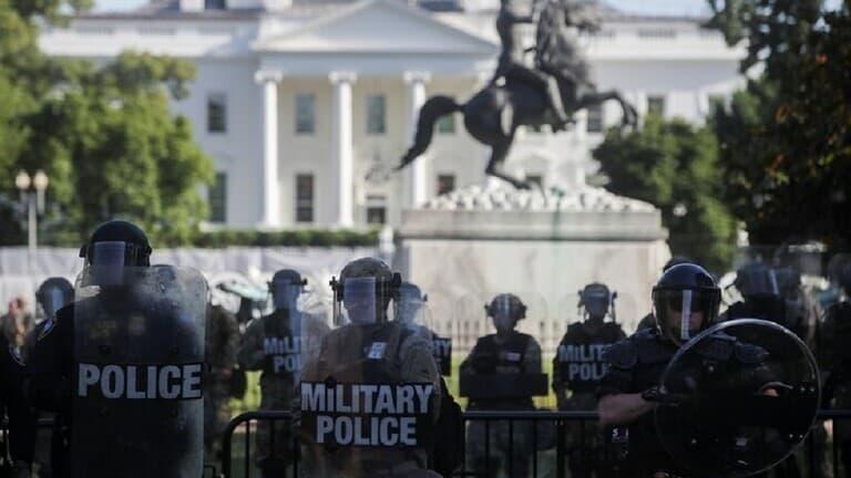 الديمقراطيون-يطالبون-ترامب-بتفكيك-السياج-حول-ساحة-لافاييت-قرب-البيت-الأبيض