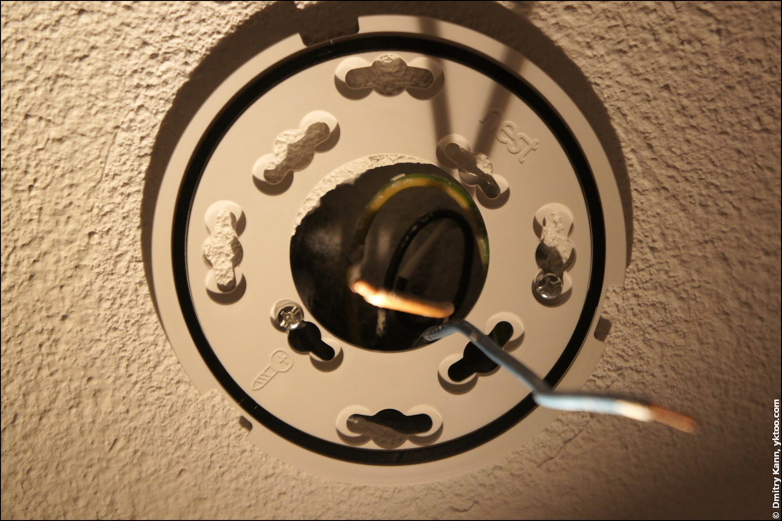 Nest Protect 2. An improvised ceiling mount.