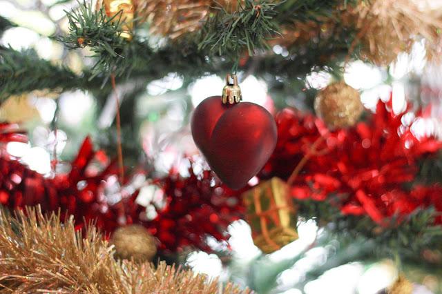 Coeur dans le sapin de Noël