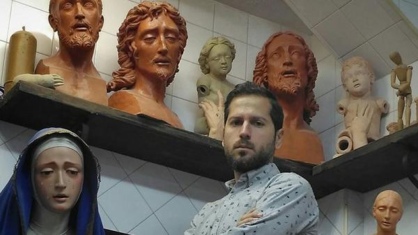 El escultor Blasco Rivero presenta en Écija su último trabajo