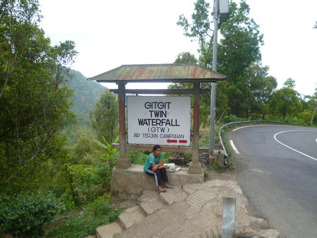 Cartel de entrada a Gitgit Waterfall