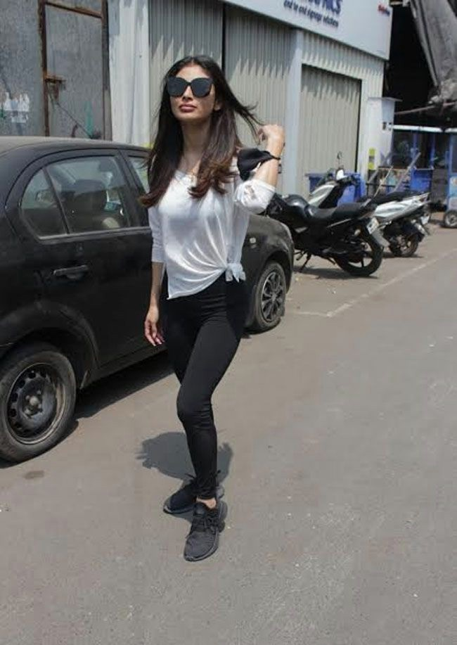 Actors Gallery: Mouni Roy Spotted At Dance Class Andheri